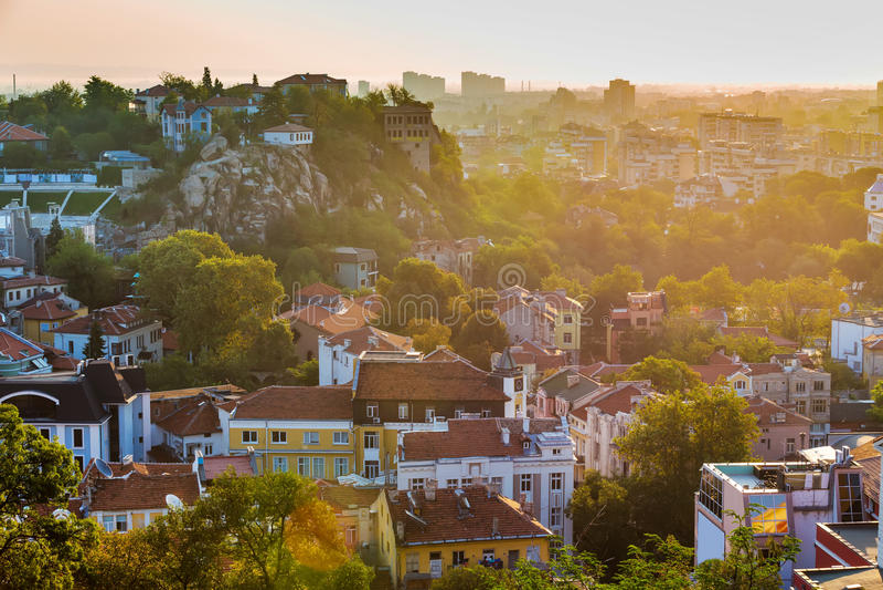 Soluppgångpanorama av den Plovdiv staden, Bulgarien royaltyfri fotografi