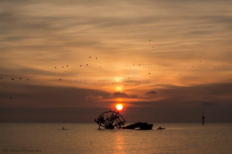 Soluppgångskeppsbrott royaltyfri foto