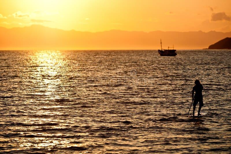 Soluppgångsurfare fotografering för bildbyråer