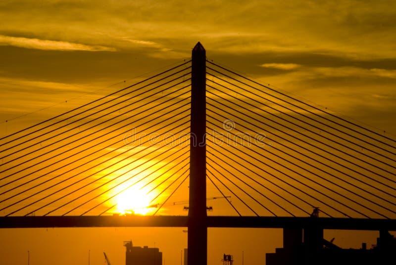 soluppgångvet för 2 bro arkivfoto