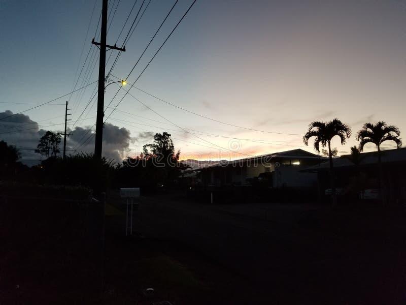 Soluppsättning över den Mauna keaen royaltyfria foton