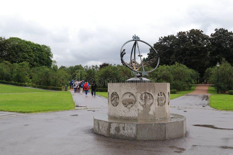 Solur i parkera för Vigeland skulptur royaltyfri foto