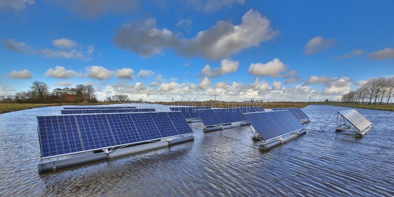 Solution solaire de flottement créative photo libre de droits