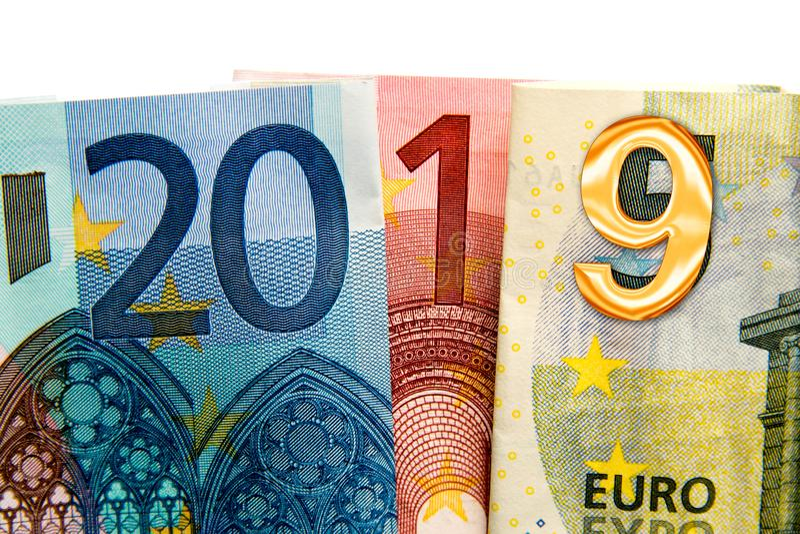 2019 som är skriftlig med eurosedlar arkivfoton