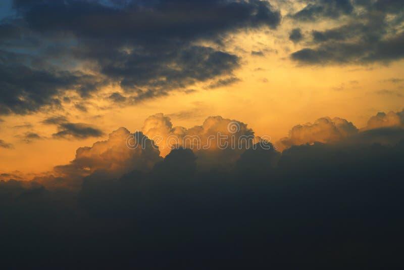 som den rembrant skyen arkivfoto