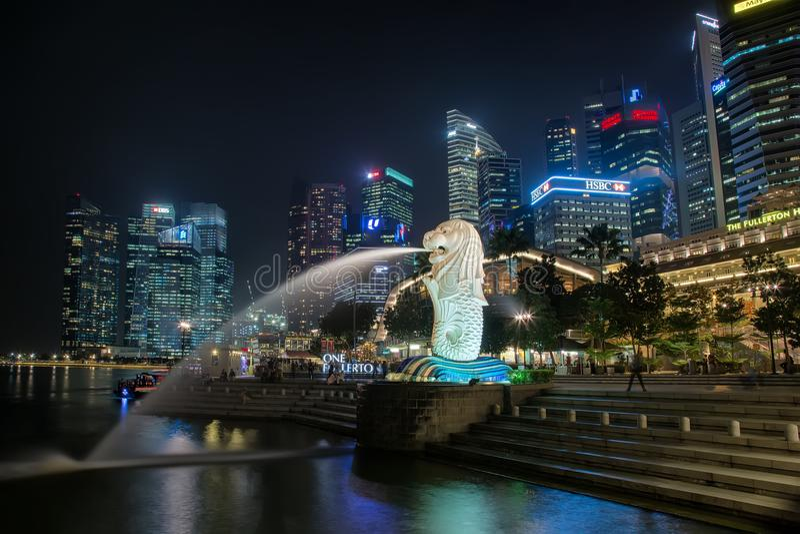 som för singapore för merlion för lion för huvud för springbrunn för huvuddelvarelsefisk imaginärt ofta sett symbol horisont royaltyfri fotografi