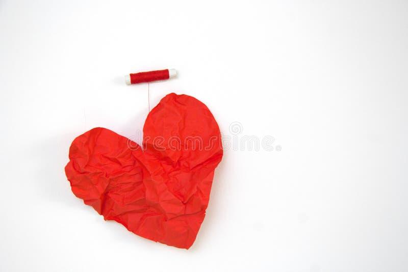 som kan bruk för förälskelse en för hjärtasymbolslogoen rött arkivfoto