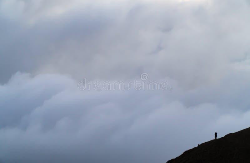 Som molnen rullar in arkivfoto