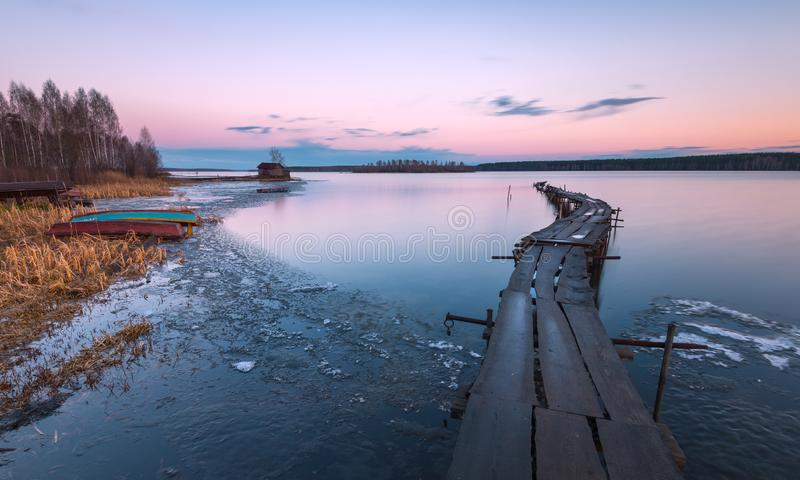 Is som smälter på en sjö royaltyfria foton