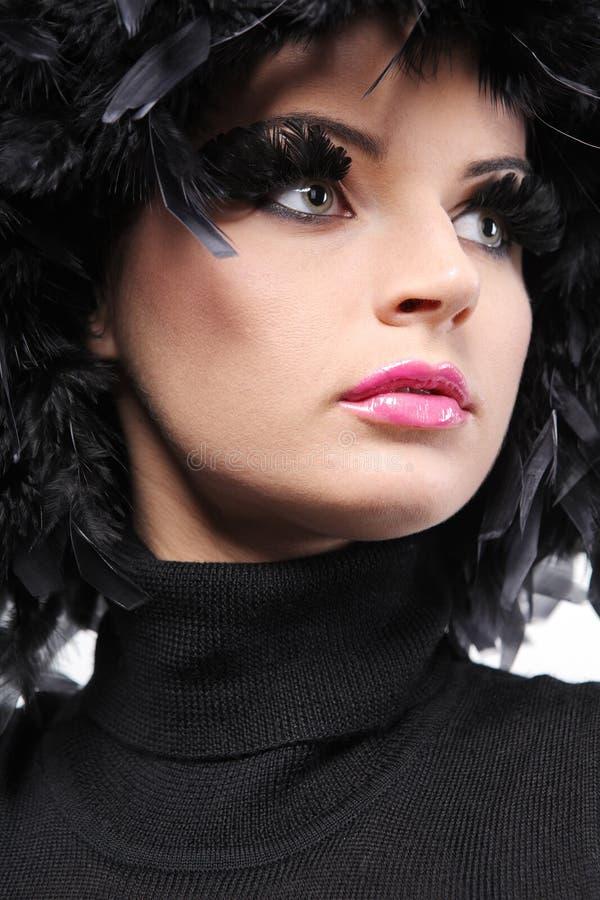 som svart, befjädrar mode hårmodellen royaltyfri fotografi