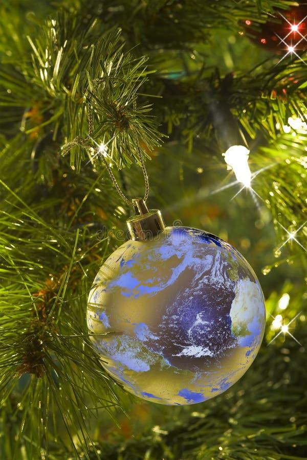som tree för juljordprydnad royaltyfri foto