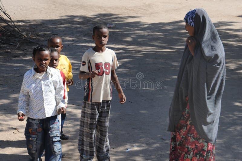 Somalis в улицах города Hargeysa. стоковые изображения