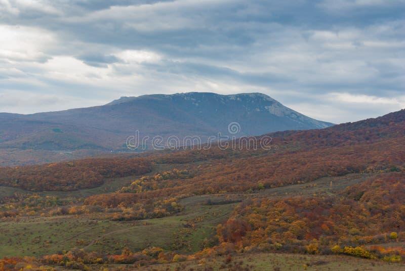 Somber landschap in Krimbergen royalty-vrije stock fotografie