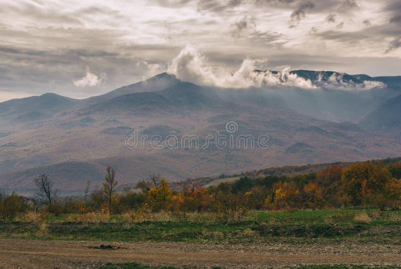 Somber landschap in Krimbergen stock fotografie