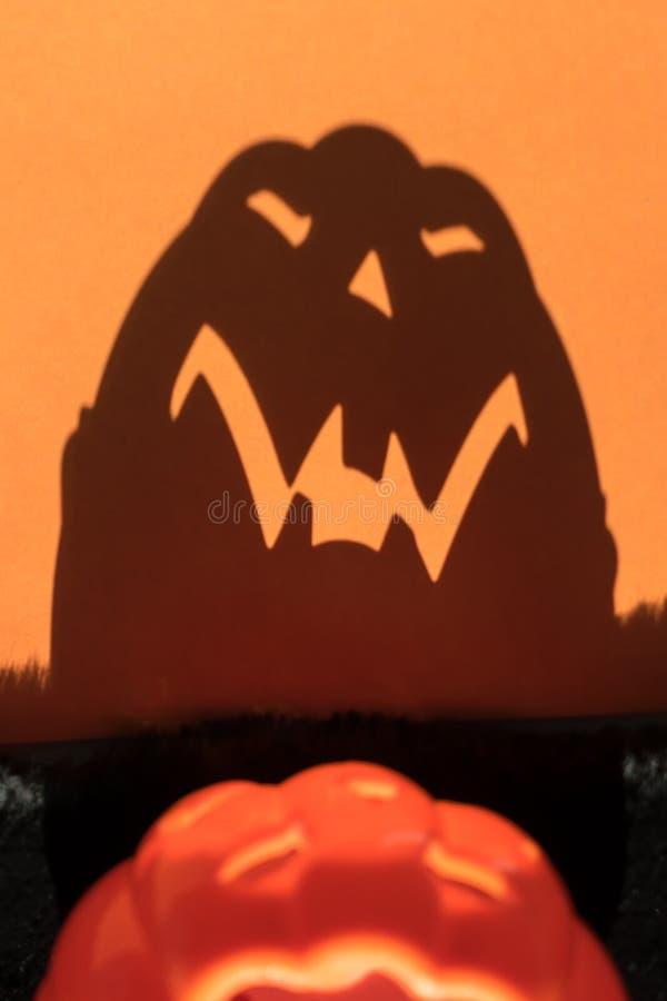 Sombra asustadiza de la calabaza de Halloween fotografía de archivo libre de regalías