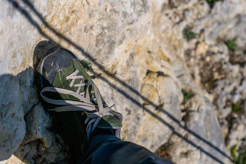 Sombra da corda na rocha P? na bota na rocha fotografia de stock royalty free
