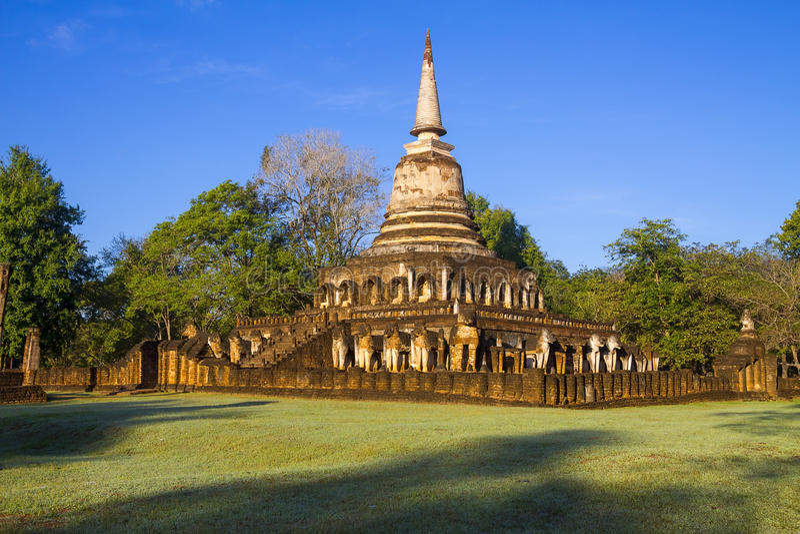 Sombra da luz de Wat Chang Lom do pagode que moning foto de stock royalty free