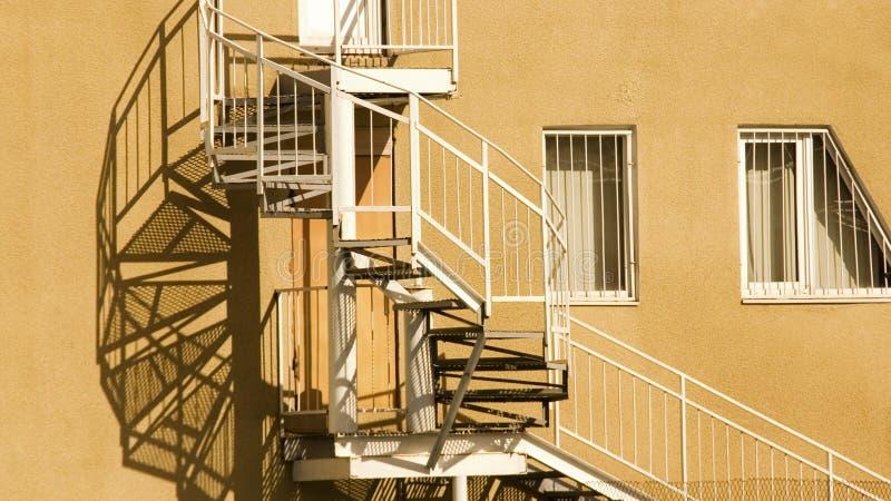 Sombra das escadas de um parafuso imagens de stock