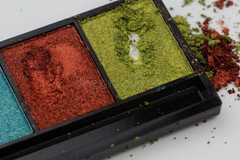 Sombra de ojos colorida con polvo, la mancha y la mancha en blanco fotografía de archivo libre de regalías