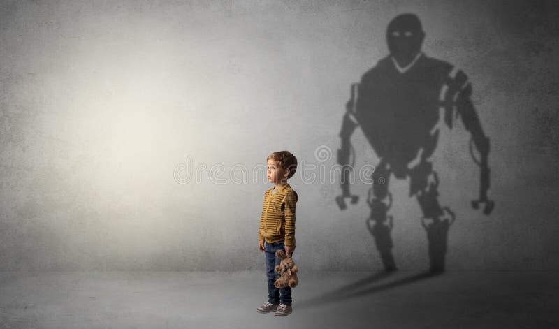 Sombra de Robotman de um rapaz pequeno bonito foto de stock royalty free