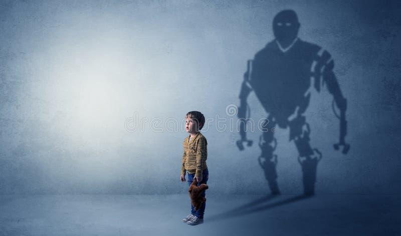 Sombra de Robotman de um rapaz pequeno bonito fotos de stock royalty free