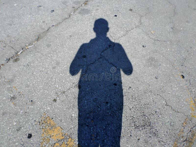 Sombra de un hombre en un estacionamiento imágenes de archivo libres de regalías