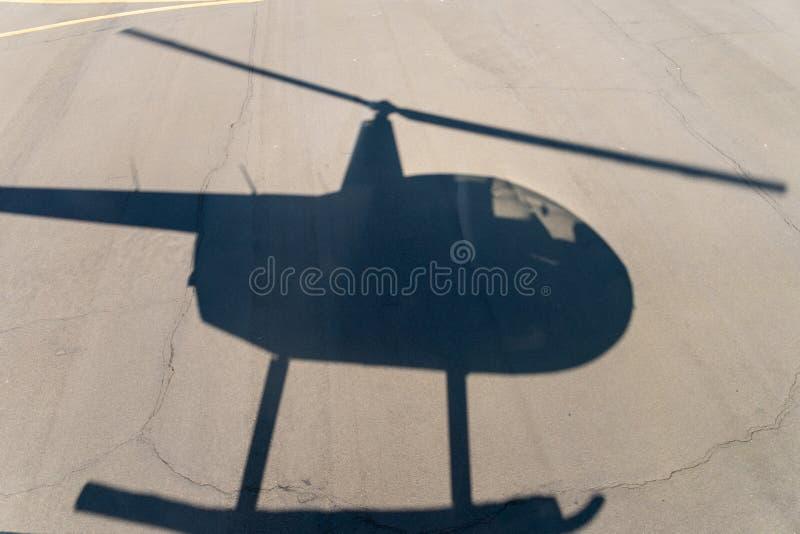 Sombra de voo do helicóptero fotos de stock