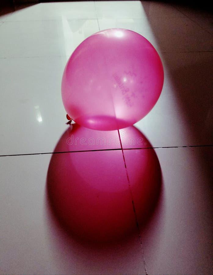 sombra del baloon en el piso fotografía de archivo
