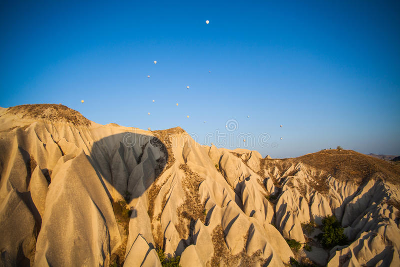Sombra del globo del aire caliente en Cappadocia fotos de archivo libres de regalías