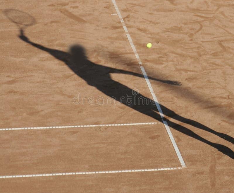 Sombra del hombre del tenis imágenes de archivo libres de regalías