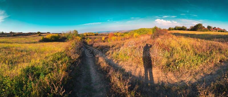 Sombra del paisaje de fotografía de la naturaleza del otoño del fotógrafo fotos de archivo libres de regalías