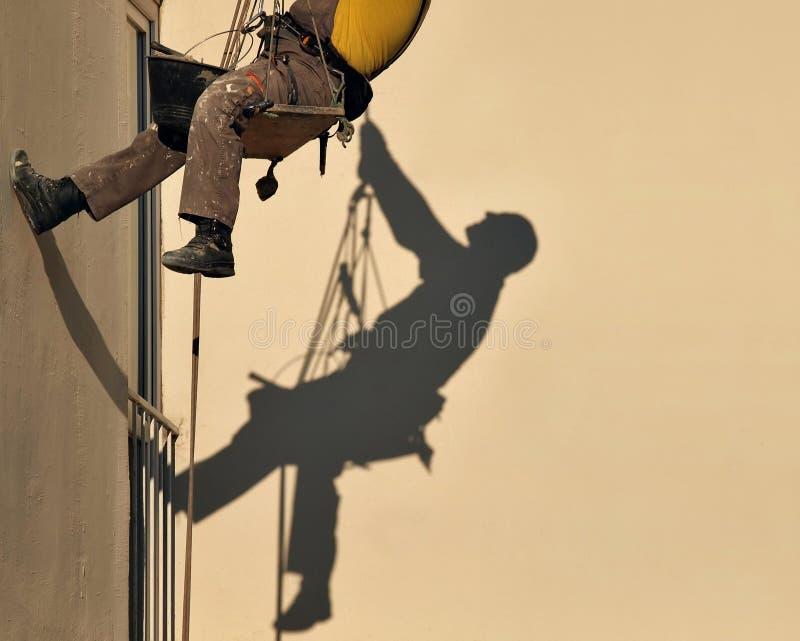 Sombra del trabajador de construcción fotografía de archivo