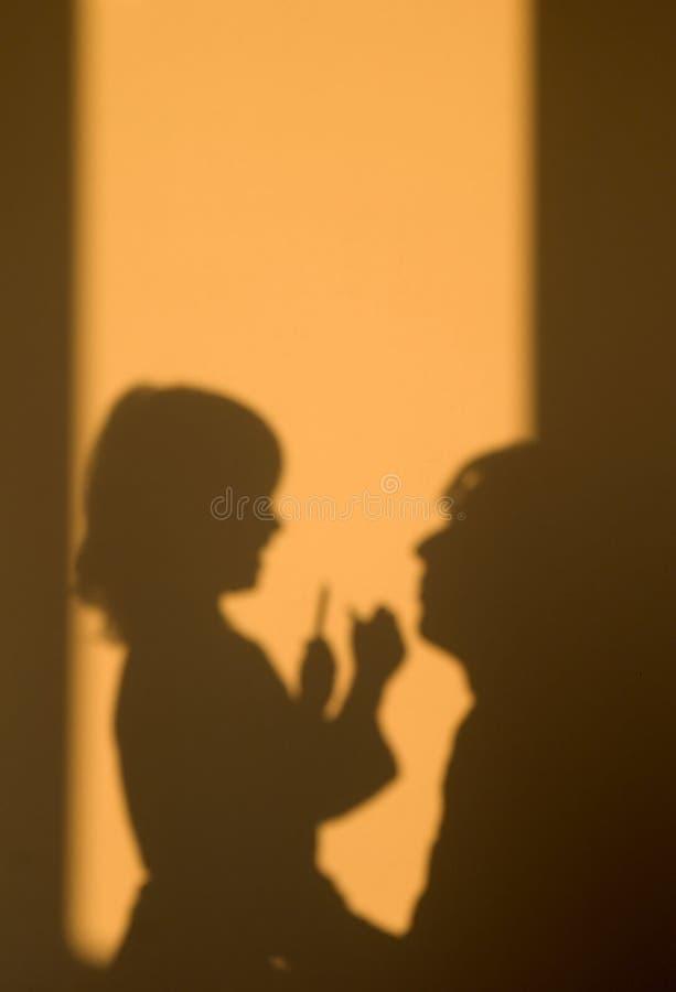 Sombra do mater e da filha fotos de stock