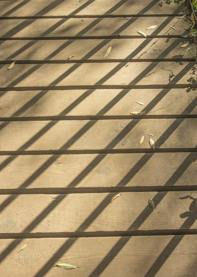 Download Sombra en pasarela imagen de archivo. Imagen de sunlight - 100529495