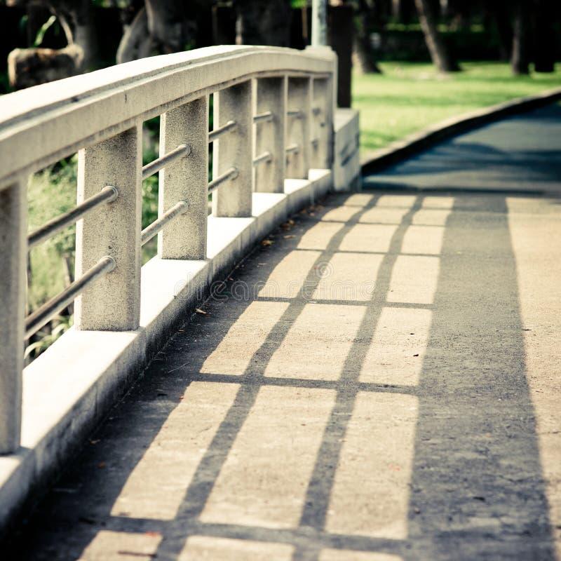 Sombra na ponte foto de stock royalty free