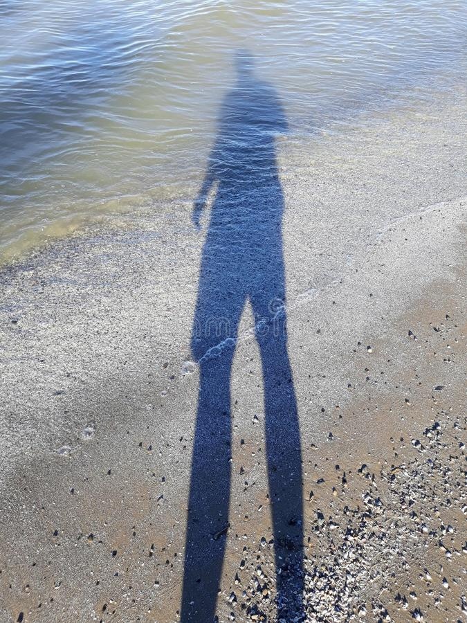 Sombra selfie en la playa imagenes de archivo