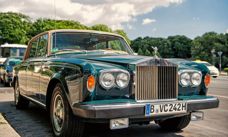 Sombra verde luxuosa exclusiva II de Rolls Royce Silver do carro fotografia de stock royalty free