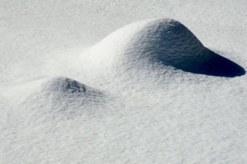 Sombras das curvas da neve do close-up fotos de stock royalty free