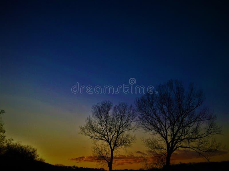 Sombras de colores, de la naturaleza, de la puesta del sol, de la inspiración y de las formas fotografía de archivo