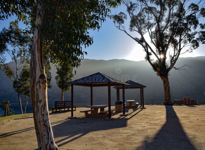 Sombras de la área de picnic en la salida del sol foto de archivo libre de regalías