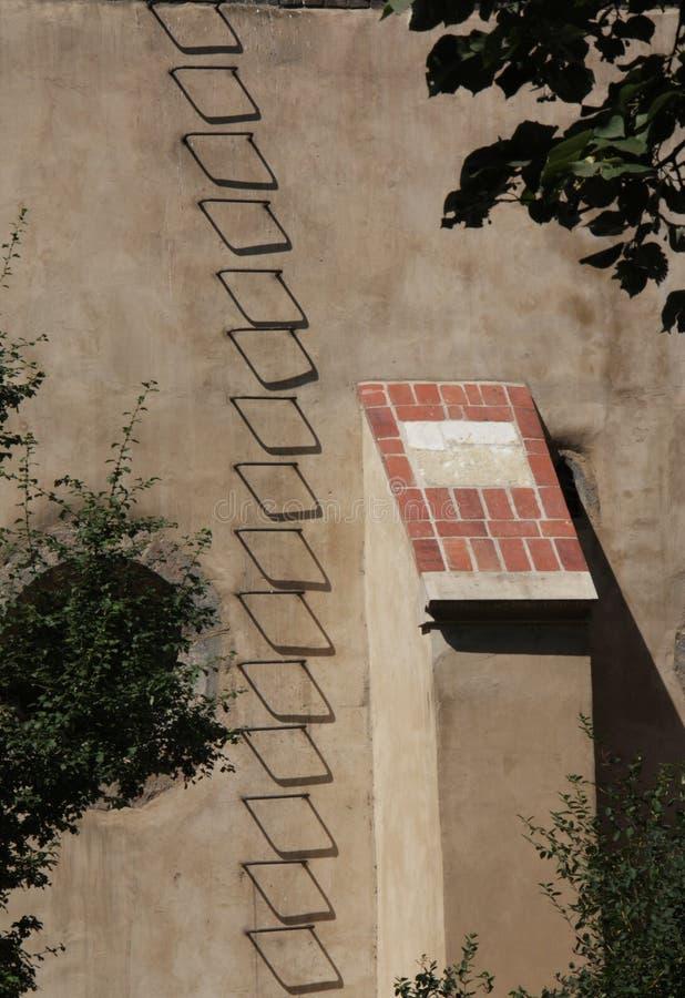 Sombras de la escalera del peldaño del hierro imágenes de archivo libres de regalías