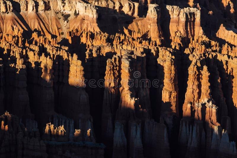 Sombras de Starp sobre malas sombras en Bryce Canyon, Utah imágenes de archivo libres de regalías