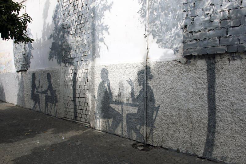 Sombras en la pared de Sevilla fotos de archivo