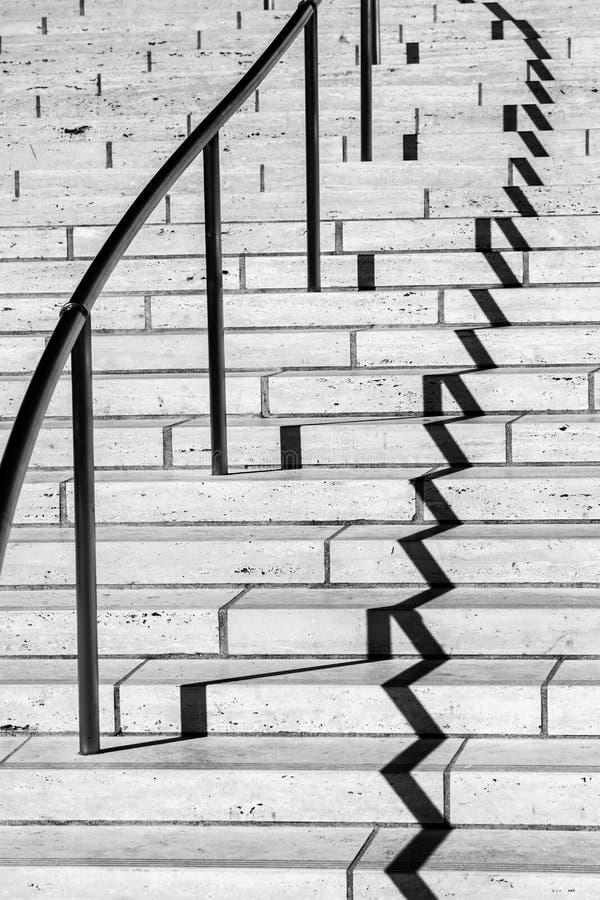 Sombras en una escalera imagen de archivo libre de regalías