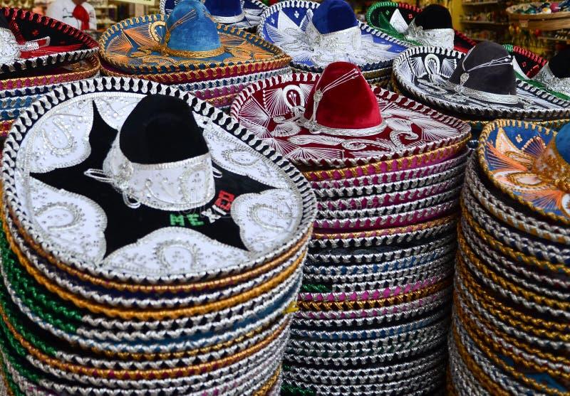 Sombreri messicani in negozio di regalo fotografie stock