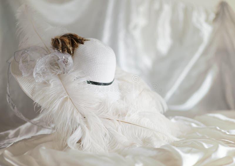 Sombrero de Derby con las plumas fotografía de archivo libre de regalías