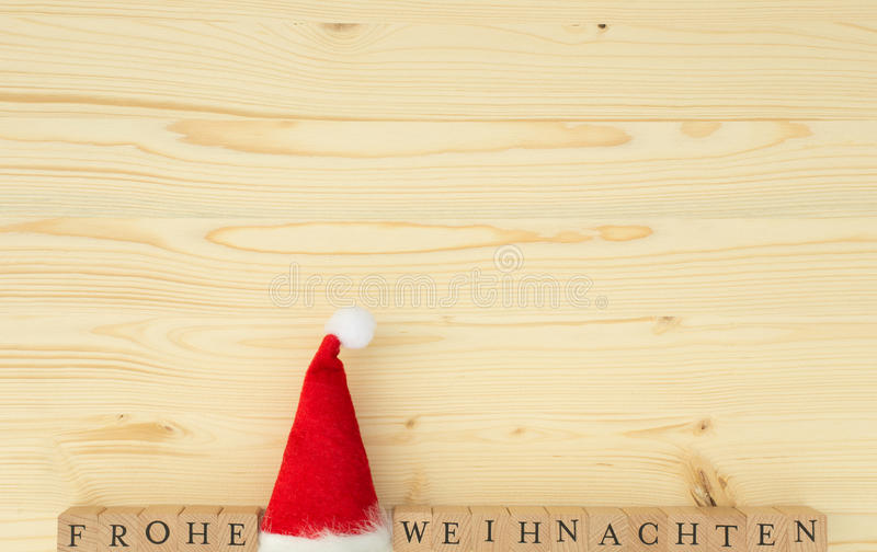 Sombrero de la Navidad y las palabras alemanas para la Feliz Navidad y x28; Frohe Weihnachten& x29; imágenes de archivo libres de regalías