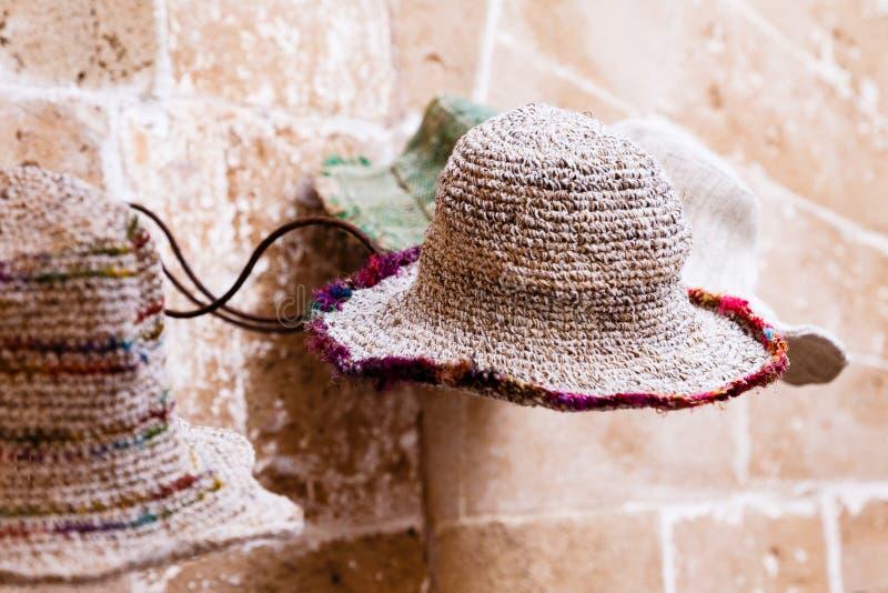 Sombrero de la playa, beige ligero con el borde coloreado imágenes de archivo libres de regalías