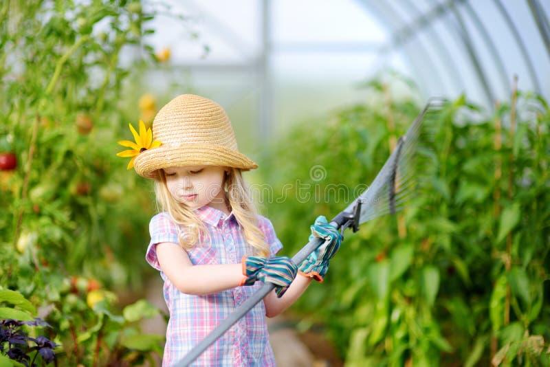 Sombrero de paja de la ni a adorable y guantes del jard n for Utensilios de jardineria