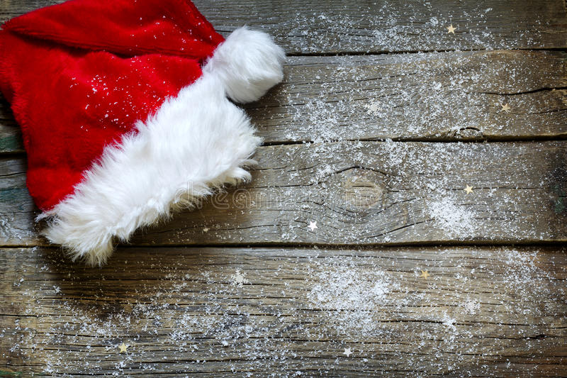 Sombrero de Santa Claus en fondo de la Navidad de los tableros de madera del vintage